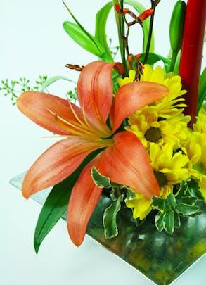 Simple Lily Centerpiece