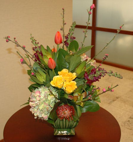 """Corporativo Elegante"" Flower Arrangement"