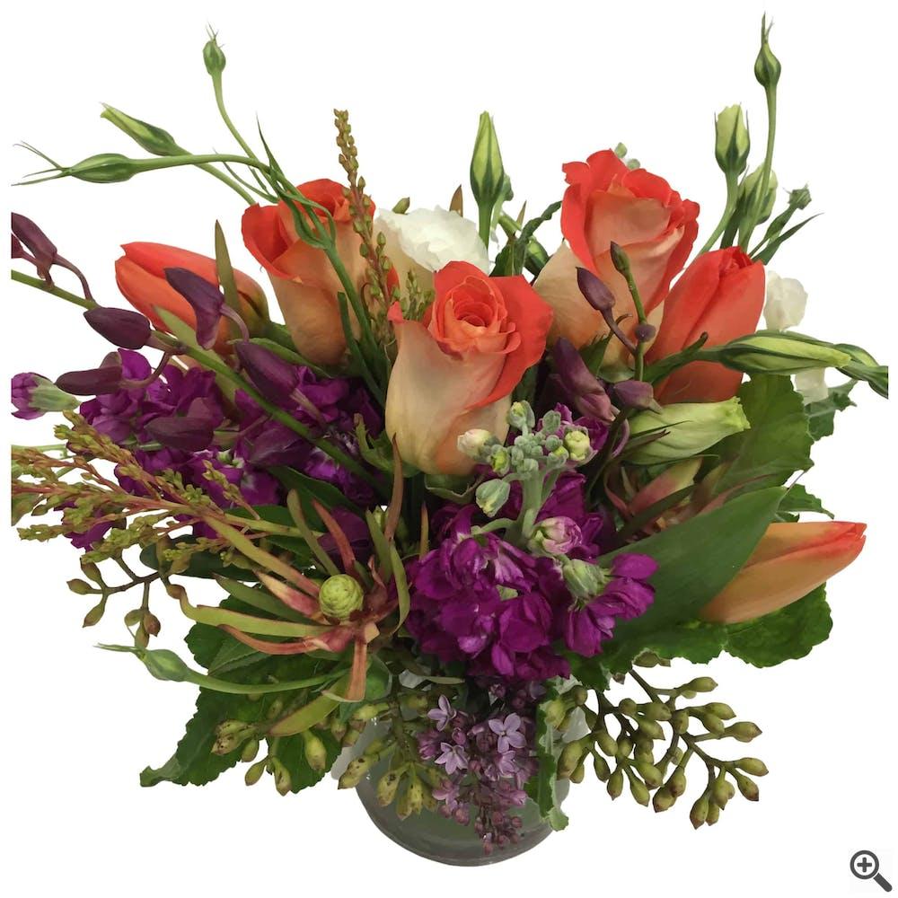 Una Luce Nelle Ombre Flower Arrangement