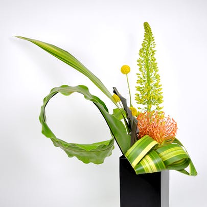 Racing Leaf Flower Arrangement